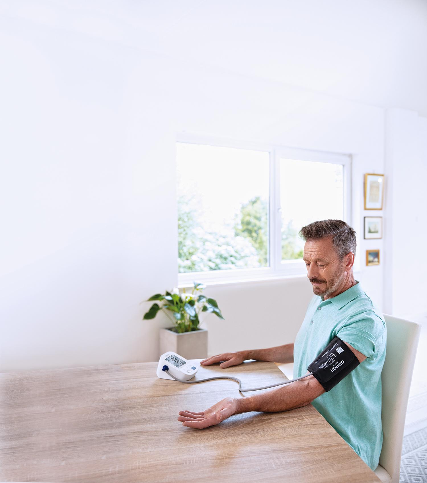 Meet je je bloeddruk best aan je bovenarm of pols?